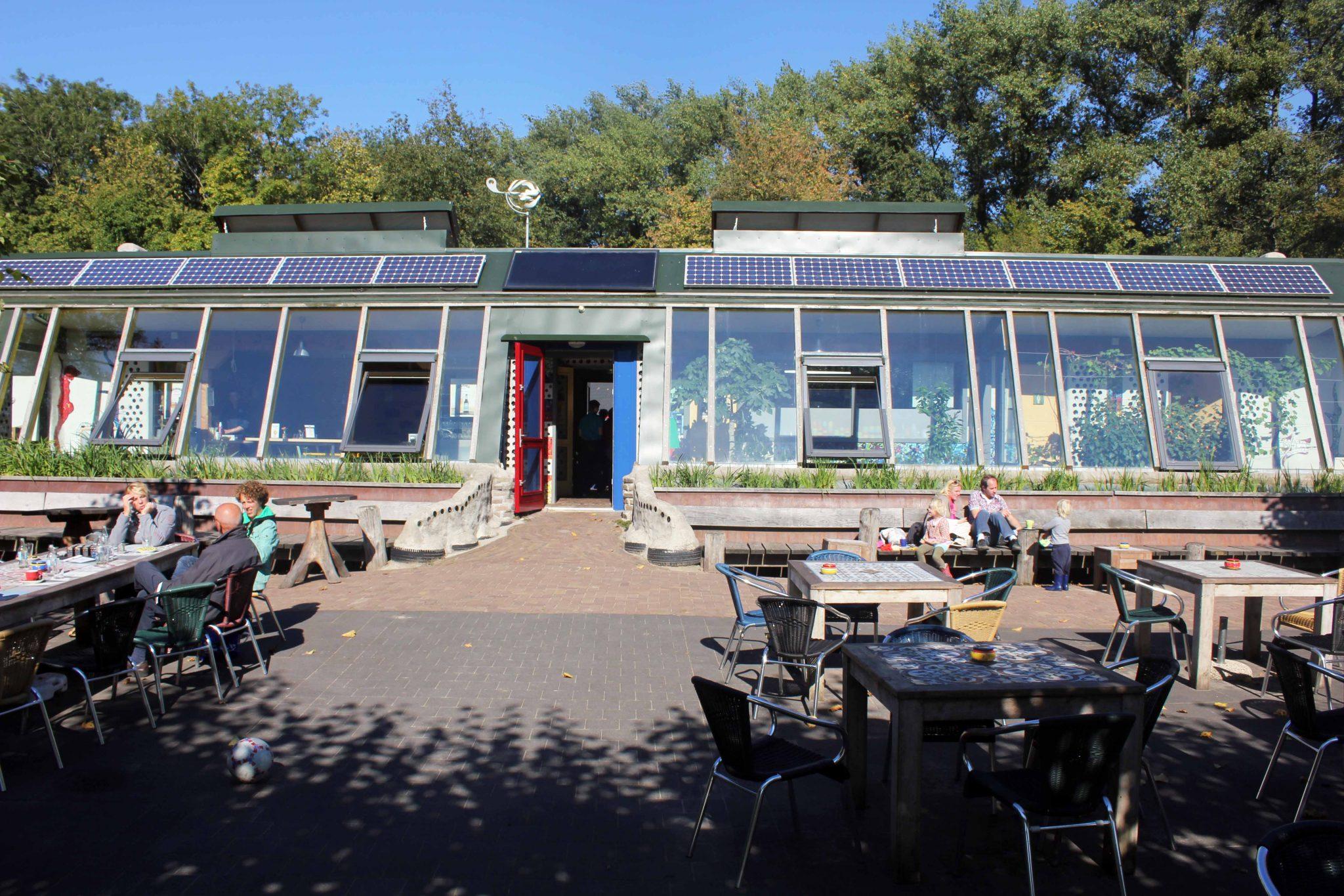 Budowa Earthship w Zwolle